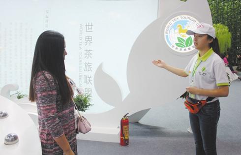 """乐山""""小海棠""""志愿者成茶博会上亮丽风景线"""