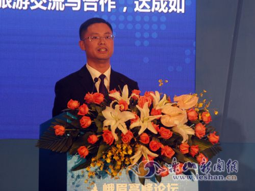 陈林强发布《亚太旅行商大会暨峨眉高峰论坛乐山宣言》