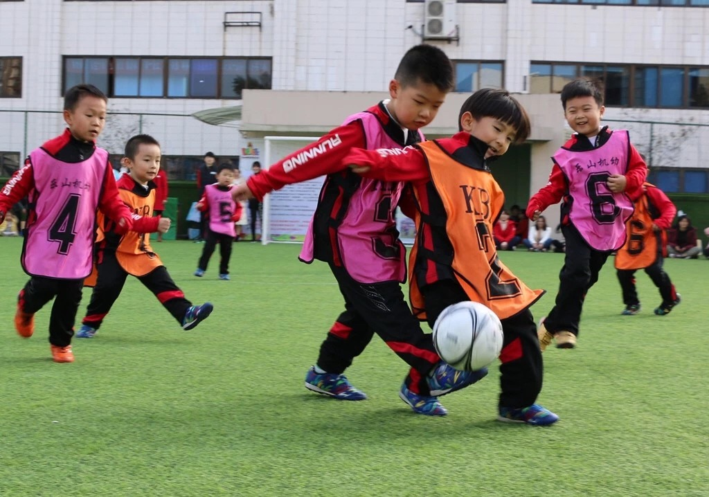 U赢电竞机关幼儿园冬季足球联赛开赛啦
