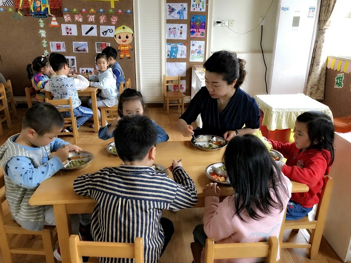 市机关幼儿园陪餐活动