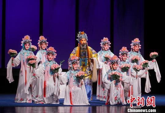 全国八大昆剧院团在2019年百戏(昆山)盛典联合演出《牡丹亭》文旅部艺术司供图